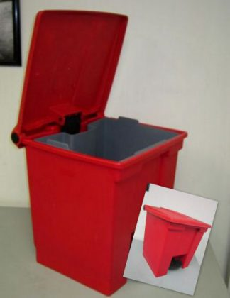 Rubbermaid #6143 Small Step-On Container with Liner - Used